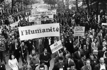 French media employees take part in the big demonstration, called by the CGT and CFDT unions, in Paris 29 May 1968 during the May 1968 movement and general strike. Des salariés de la presse manifestent à Paris le 29 mai 1968, pendant la grève générale de mai-juin 1968, lors du défilé organisé entre la Bastille et Saint-Lazare par le syndicat CGT, qui a rompu avec l'UNEF et la CFDT parce qu'ils ont applaudi au retour en France de Daniel Cohn-Bendit. Le même jour, le président de Gaulle se rendait secrètement à Baden Baden pour s'assurer auprès du général Jacques Massu du soutien de l'armée face à la révolte étudiante qui secoue le pays depuis le début du mois mai. / AFP PHOTO / JACQUES MARIE
