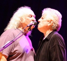 800px-David_Crosby_and_Graham_Nash_on_tour