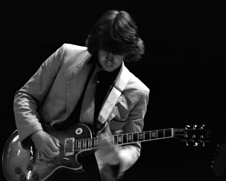 Mick_Taylor-_John_Mayall_concert_1980s